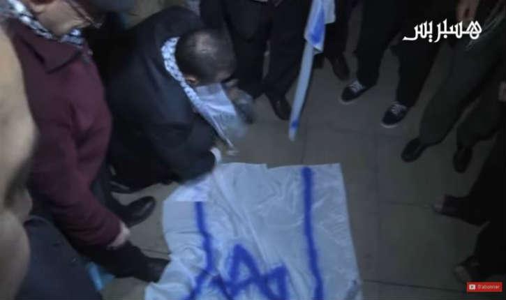 [Vidéo] Maroc : manifestation contre la présence du drapeau israélien à la COP22 « Mort à l'Amérique, mort à Israël! »