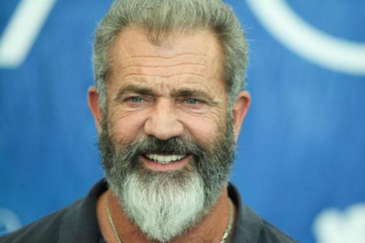 Marginalisé pour son antisémitisme, Mel Gibson demande pardon à Hollywood