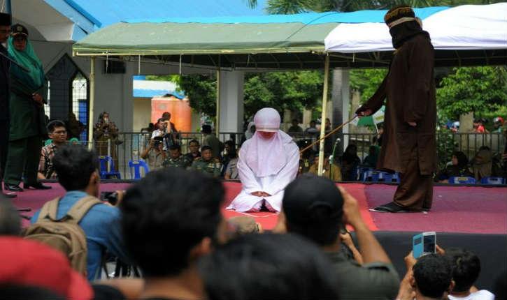 Indonésie: scènes de flagellation devant une foule enthousiaste