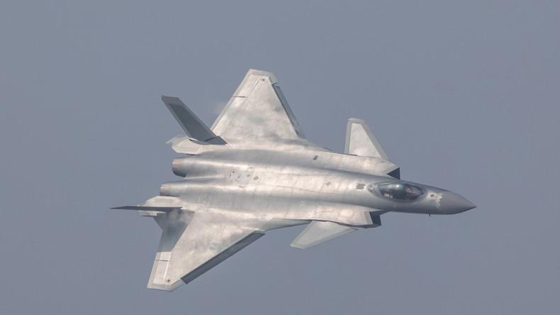 La Chine surprend en montrant pour la première fois son nouvel avion furtif [Photos,Vidéos]