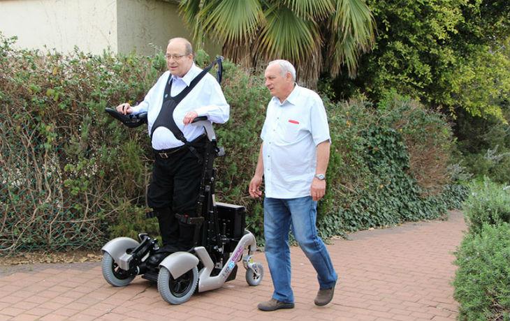 Israël innovation : Un «fauteuil» roulant pour handicapé qui permet de se déplacer debout