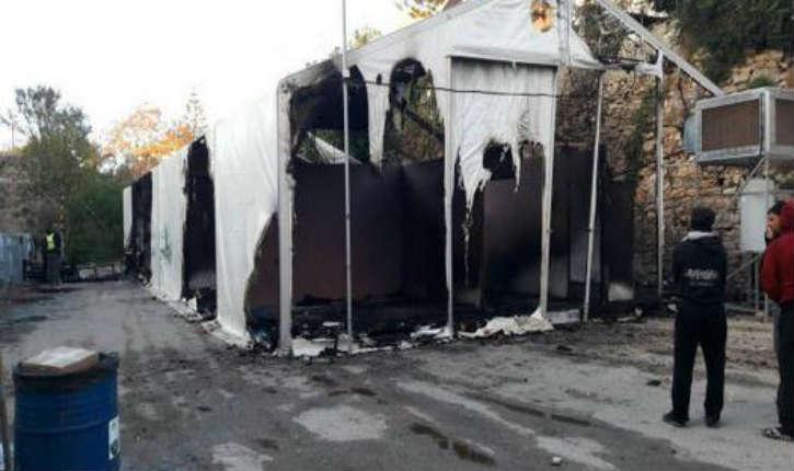 [Vidéo] Grèce/Île de Chios: Vandalismes, incendies volontaires, vitres de magasins brisées, pillages, voitures endommagées. Les Migrants font la loi