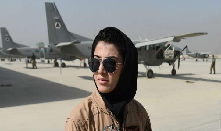 La première pilote de chasse afghane Niloofar Rahmani, demande l'asile politique aux États-Unis, son gouvernement parle de «trahison» envers son pays