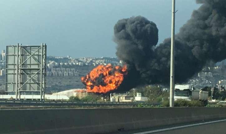 Israël: Un grave incendie menace des reservoirs d'essence dans une raffinerie de Haïfa