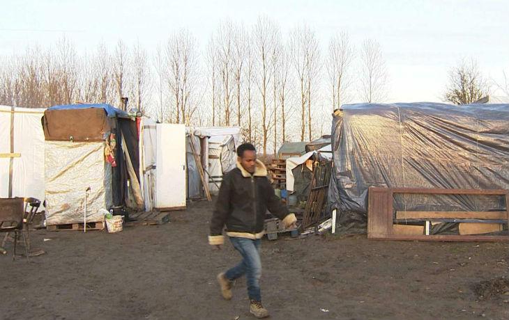 Calais : deux mois après, les camps réapparaissent et les migrants reviennent de plus en plus nombreux