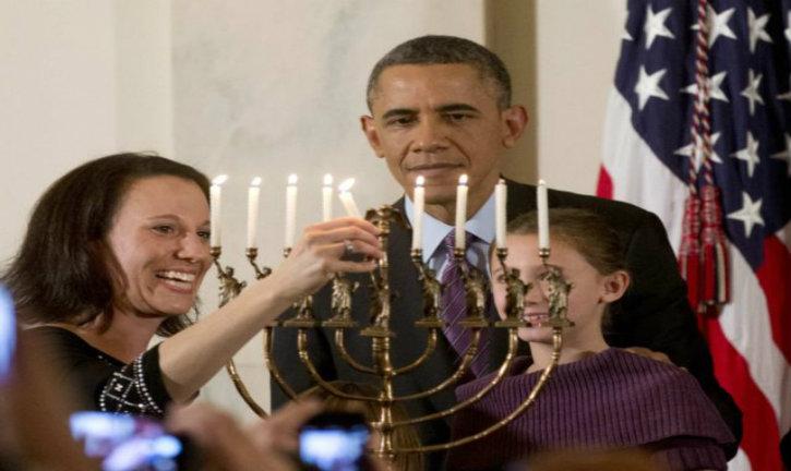 Après avoir poignardé dans le dos Israël, Obama a le culot de souhaiter un joyeux hanukah aux Juifs