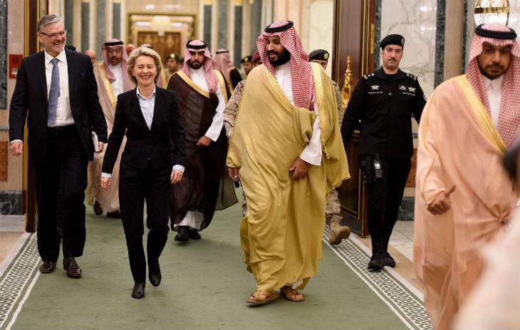 Allemagne : la ministre de la défense allemande refuse de porter le hijab en Arabie saoudite