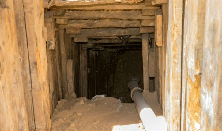 4 Palestiniens retrouvés morts dans un tunnel reliant Gaza au Sinaï égyptien. Les secours palestiniens accusent l'armée égyptienne de l'avoir inondé