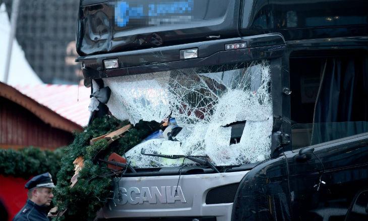[Vidéo] Attentat islamiste de Berlin : Le terroriste pakistanais toujours en fuite. Le vrai chauffeur du camion a été tué par balle