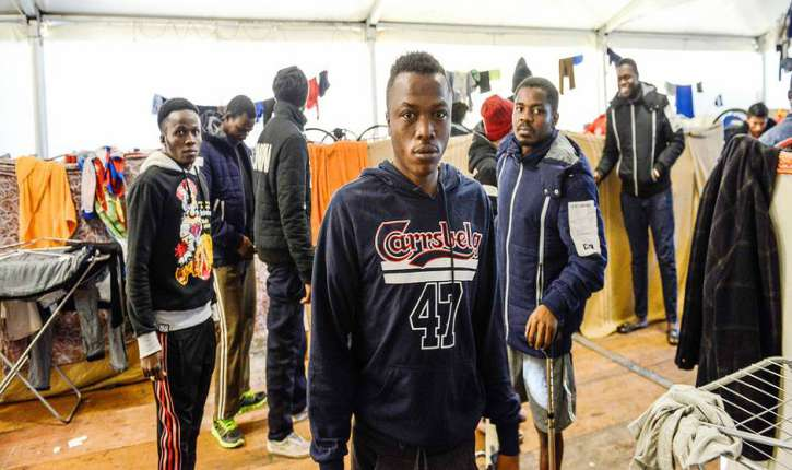 Italie : des migrants séquestrent 25 humanitaires