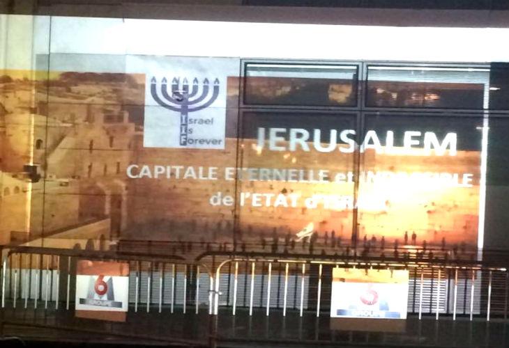 Action d'Israël is Forever sur les murs des falsificateurs : l'Unesco, de l'AFP et de M6
