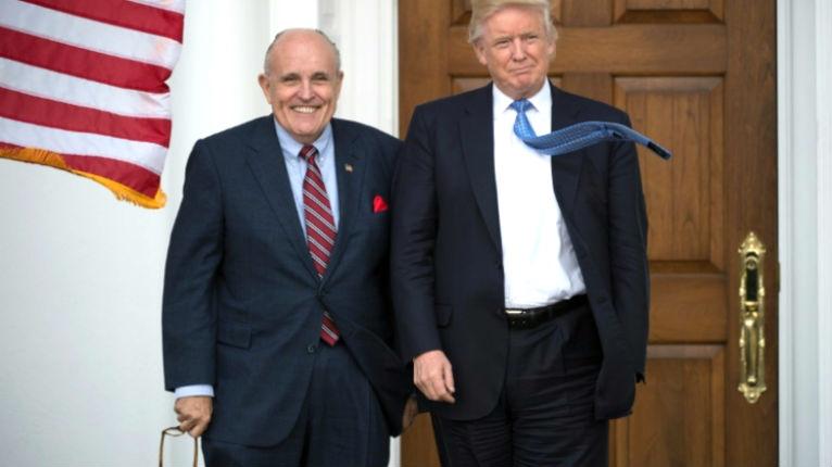 L'ex maire de New York, Rudy Giuliani transmet un message deTrump à Netanyahu «le déplacement de l'ambassade à Jérusalem est activement examiné»