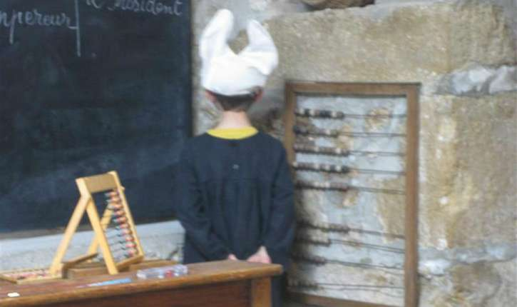 Les équipes de l'Élysée, fâchées avec l'orthographe et la conjugaison (en français), devraient retourner au cours préparatoire !