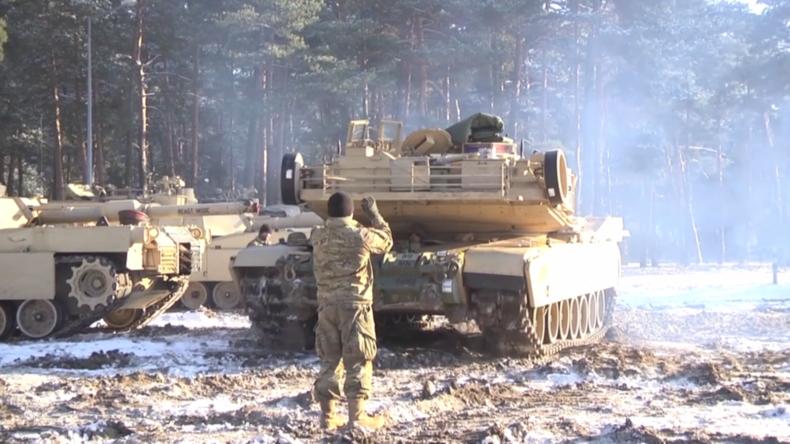 [Vidéo] Tensions aux frontières de la Russie. Des centaines de chars américains débarquent en Europe pour maintenir «la paix»
