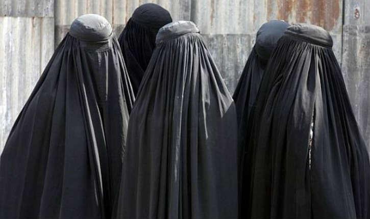 Le Maroc interdit la production et la vente de la burqa