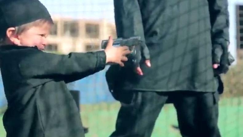 Nouvelle barbarie islamiste : Dans une vidéo de Daesh un enfant de deux ans tue un otage (IMAGES CHOC)