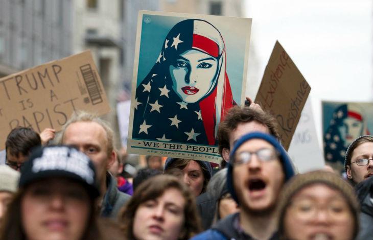 [Vidéo] Washington : les féministes défilent en voile islamique contre Trump