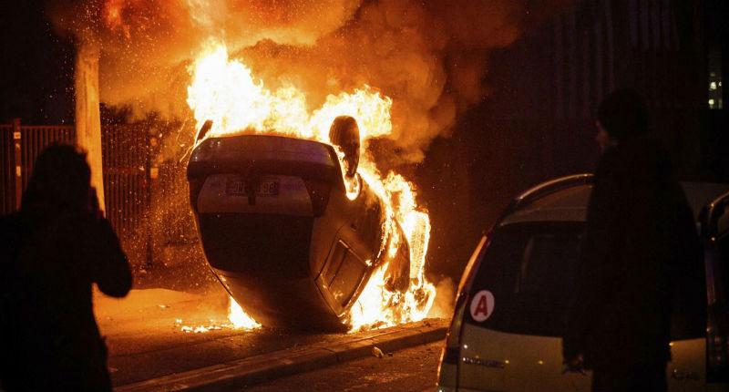 Bobigny s'enflamme en plein état d'urgence : silence du pouvoir