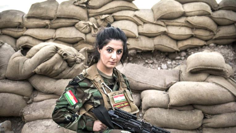 [Vidéo] Joanna, jeune Danoise d'origine kurde, tue près de 100 djihadistes de Daesh et… risque la prison au Danemark