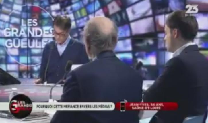 [Vidéo] Un Auditeur de RMC dénonce la propagande des médias : « On nous explique comment il faut penser »
