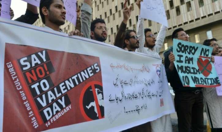 Pakistan : la Saint-Valentin interdite par un tribunal. Une décision saluée par les islamistes