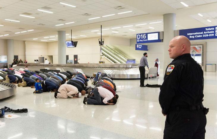 USA: Un juge bloque le décret anti-immigration, Donald Trump réagit «L'opinion de ce soi-disant juge, qui en gros prive notre pays de sa police, est ridicule et sera cassée!»