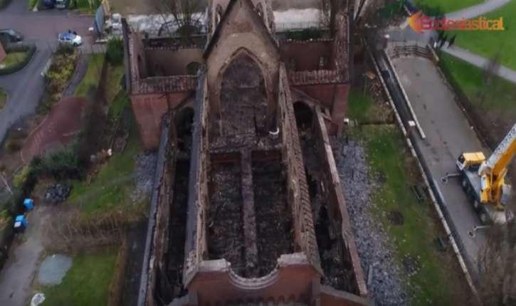 [Vidéo] Angleterre : une église détruite par un incendie criminel à Salford