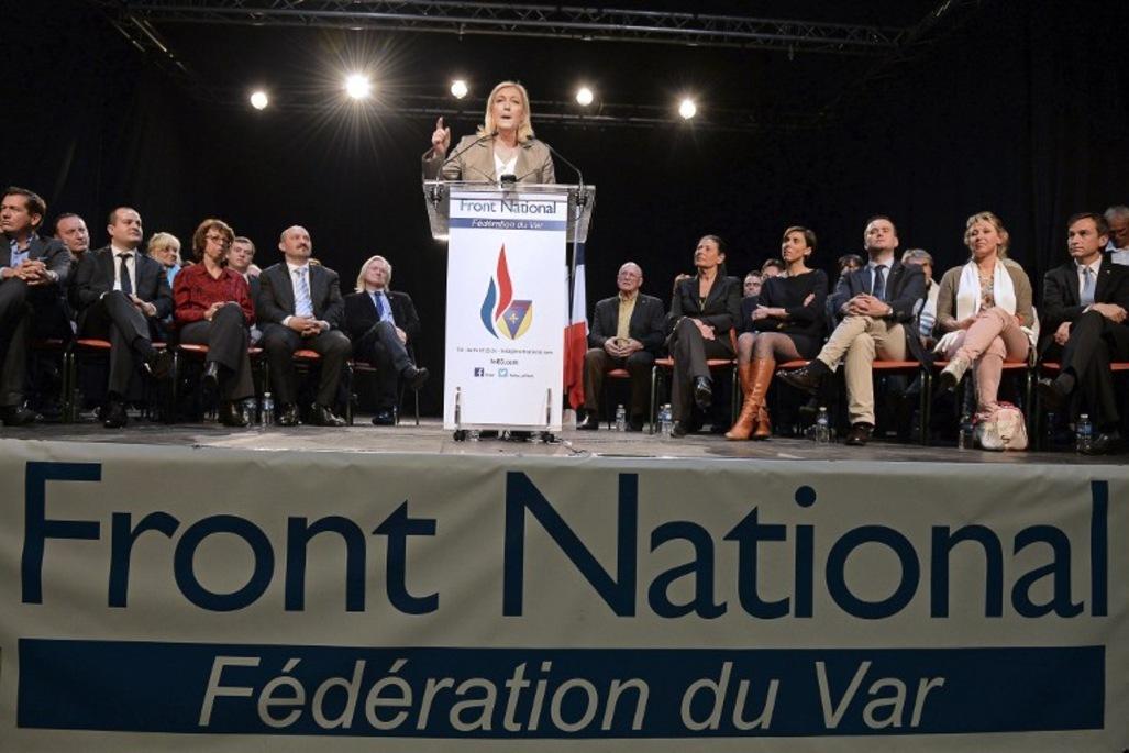 Marine Le Pen débloque : «Nous célébrons Jeanne d'Arc et Robespierre».