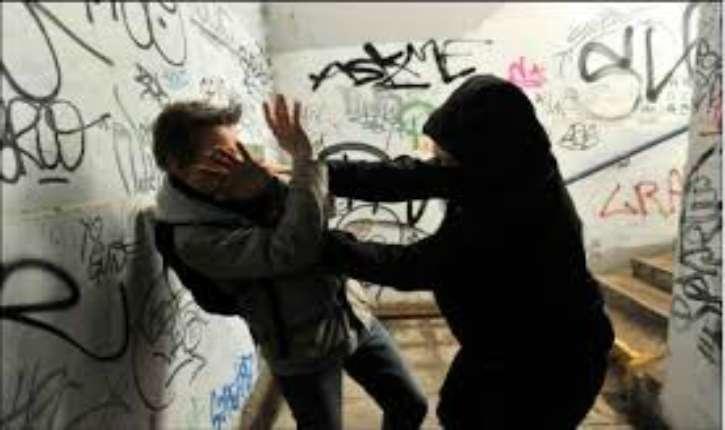 Isère : un lycéen étranglé, menotté et tabassé dans un gymnase