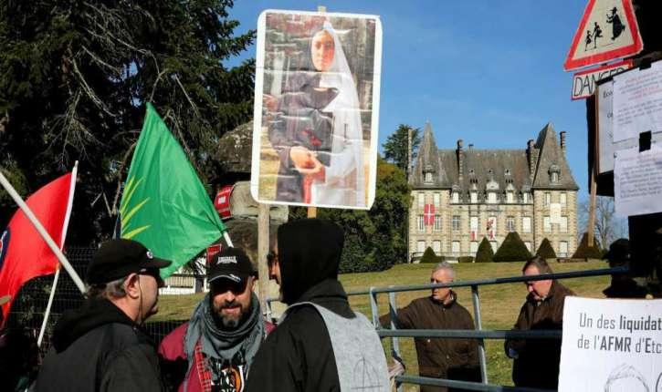 [Photos] Etcharry : la gauche muette contre les écoles salafistes, manifeste contre une école catholique