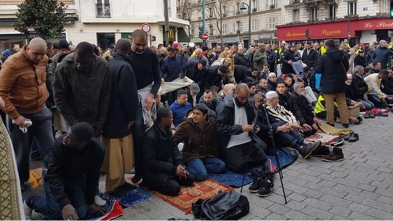 Provocation islamiste : Nouvelles prières de rue à Clichy contre la fermeture de la mosquée en plein «état d'urgence»… vidéo