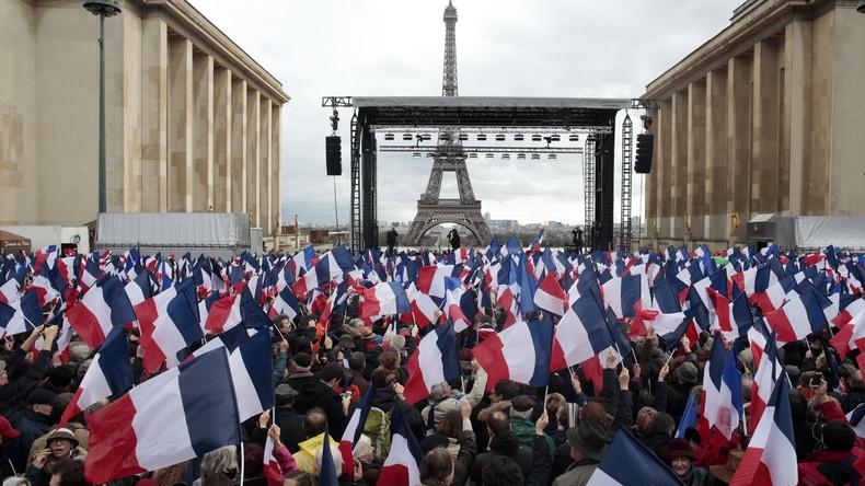 [Vidéo] Au moins 50 000 personnes au rassemblement de soutien à François Fillon à Paris, malgré la pluie