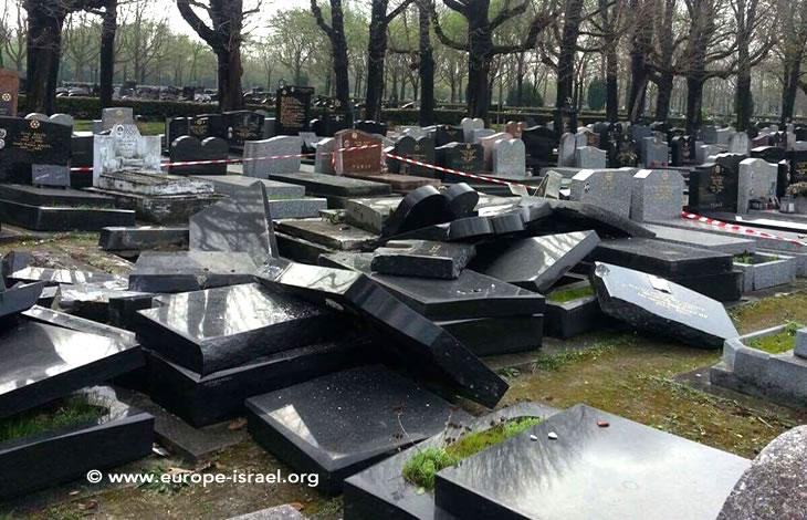 Exclusif : Des dizaines de tombes juives détruites et/ou vandalisées au cimetière parisien de Pantin !
