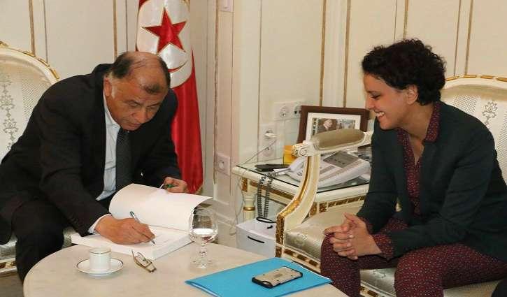 Tunis : Najat V-Belkacem signe une convention sur l'apprentissage de l'arabe en France