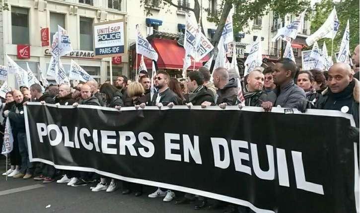 [Photos] Paris : les policiers manifestent leur colère et réclament « protection et reconnaissance »