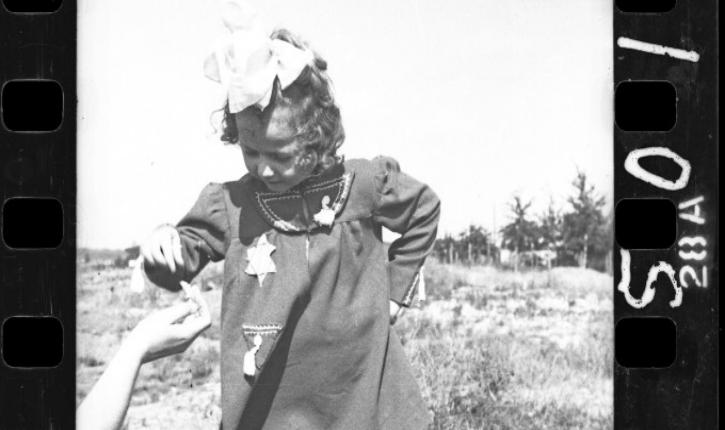 6000 négatifs d'un photographe juif volontairement enterrés pour échapper aux nazis viennent d'être développés.