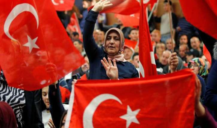 """Alexandre Del Valle : """"Erdogan incite les musulmans et les Turcs en particulier à ne surtout pas s'intégrer. Et à agir un peu comme des colons"""" (Vidéo)"""