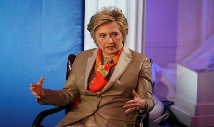 Hillary Clinton, toujours pas remise de sa défaite, crie au complot !