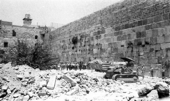 Jérusalem : la bibliothèque nationale diffuse des photos inédites de la libération de la vieille ville