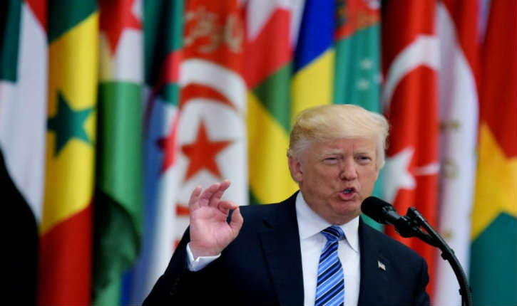 Arabie saoudite : Donald Trump présente le combat contre le terrorisme comme une bataille entre le Bien et le Mal