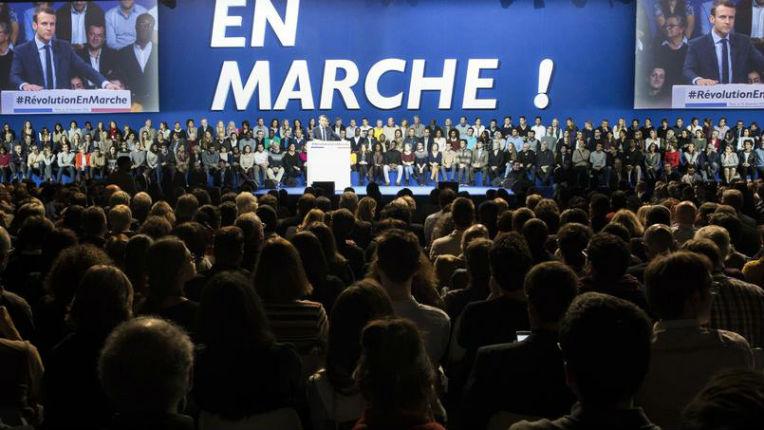 Des journalistes témoignent des pressions qu'ils reçoivent de l'équipe Macron