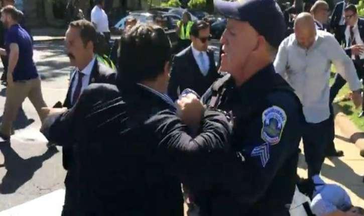 [Vidéo] Etats-Unis: affrontements violents entre les gardes du corps d'Erdogan et des manifestants