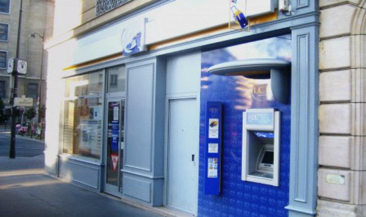 Seine-Saint-Denis: un banquier musulman escroque sa cliente de 400.000 euros car il estime qu'elle est «islamophobe»
