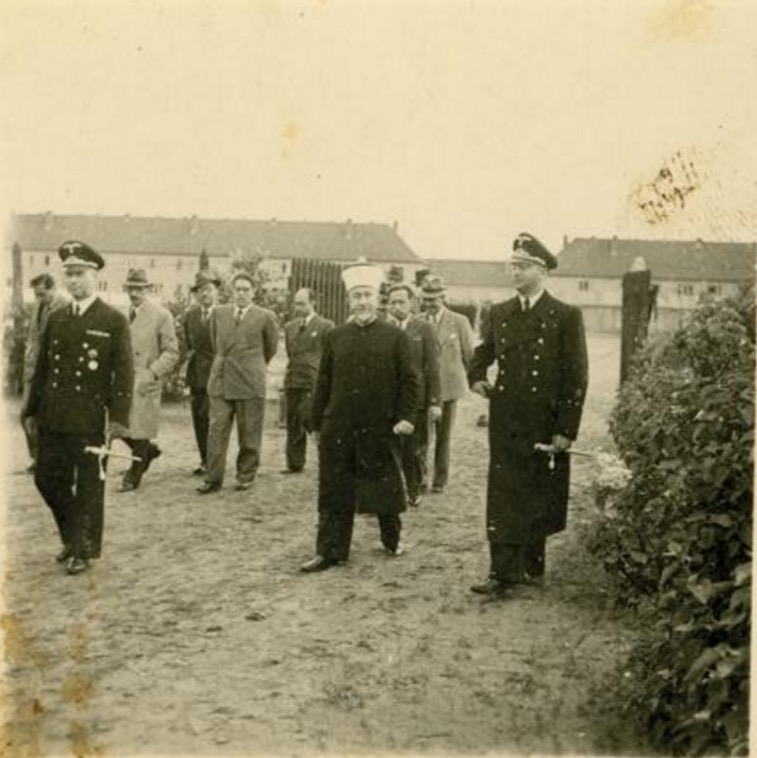 [Photos d'histoire] Le père «des palestiniens» était un arabe nazi très actif. Al Husseini 1940