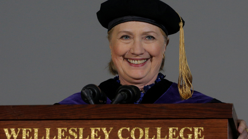 Hillary Clinton voit dans sa défaite la main de 1 000 agents russes, pas moins