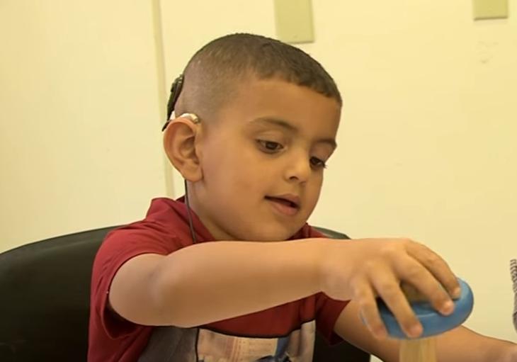 [vidéo] Israël permet à des enfants «palestiniens» de recouvrer l'ouïe