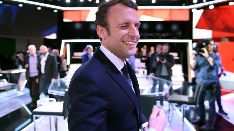 Le Président Macron qui rit incarne Ismaël qui riait
