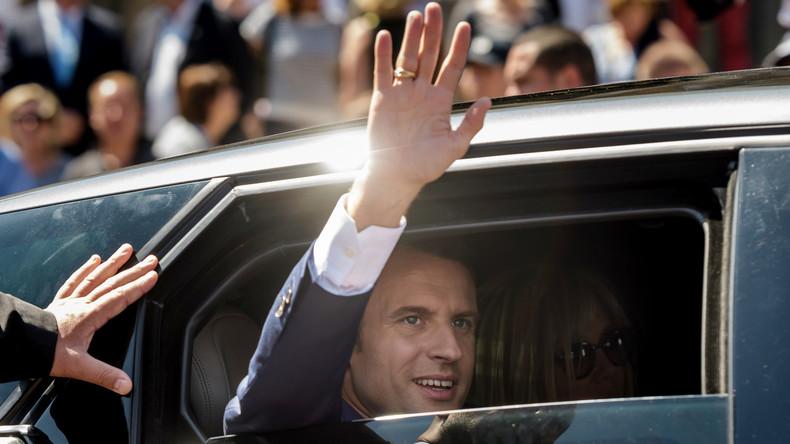 Taxe carbone : Macron, soucieux de la transition écologiste, se déplace avec 18 voitures et 16 motos (VIDEO)