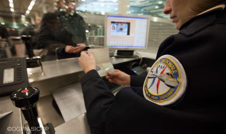 Trafic de fiches S : un fonctionnaire de la police aux frontières (PAF) d'Orly mis en examen pour corruption avec le Maroc
