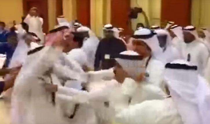 [Vidéo] Une délégation qatari agresse la délégation saoudienne lors du Conseil de coopération des pays du Golfe